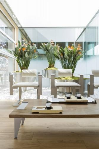 Meubles design en bois et métal, photographie réalisée pour le designer Thierry Bonne | Philippe DUREUIL Photographie