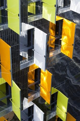 Photographie d'architecture moderne du bâtiment La Marègue construit à Cenon 33850 par les agences d'architecture Atelier Jean NOUVEL et Habiter Autrement | Philippe DUREUIL Photographie