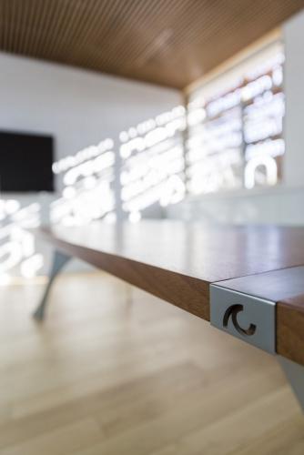 Photo in situ d'un bureau design en bois et métal dessiné par le designer Thierry Bonne | Philippe DUREUIL Photographie
