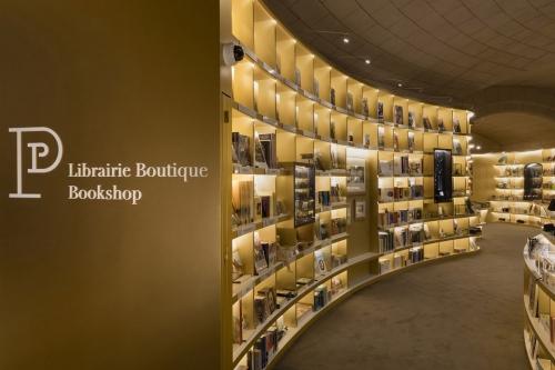 Photographie de la nouvelle Librairie Boutique du Musée du Petit Palais à Paris réalisée pour la RMN-GP - Conception Agence SEARCH.   Philippe DUREUIL Photographie