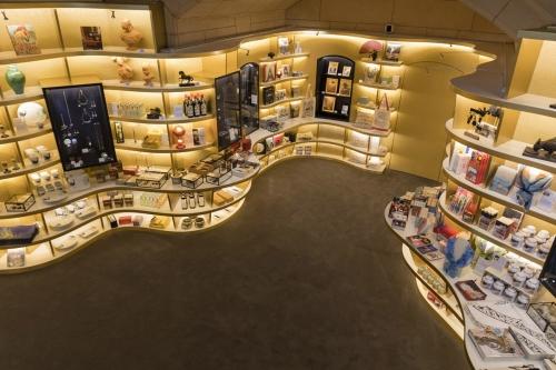 Photo de la Librairie Boutique du Musée du Petit Palais à Paris. Client : RMN-GP - Conception Agence SEARCH.   Philippe DUREUIL Photographie