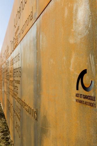 Reportage photographique sur la construction de l'Office Notarial Ast & Carcelle réalisé par l'architecte Thierry Bonne. Façade en acier Corten. | Philippe DUREUIL Photographie