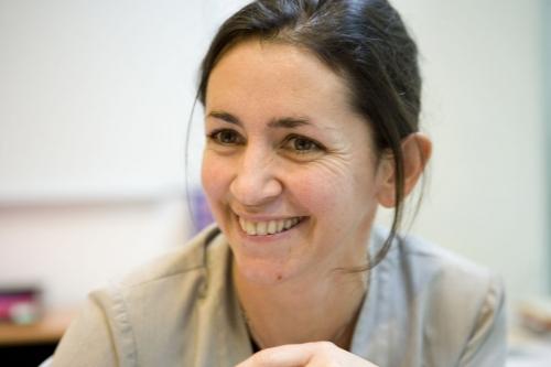 Photo de portrait corporate d'une femme au travail. | Philippe DUREUIL Photographie
