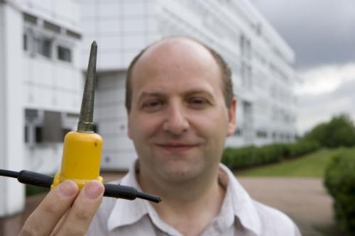 Portrait corporate d'un homme au centre de recherche d'ENGIE. Agence McCANN G AGENCY, aujourd'hui M Stories.   Philippe DUREUIL Photographie