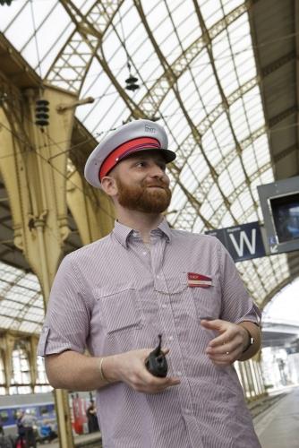 Photographie de portrait corporate réalisé en Gare pour le Rapport Annuel d'Activité 2013 TER PROVENCE-ALPES-CÔTE D'AZUR de la SNCF. | Philippe DUREUIL Photographie
