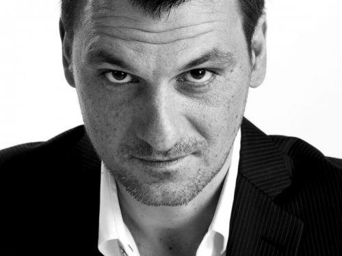 Photographie de portrait corporate noir et blanc réalisé en studio. Agence Valtech. DA : Laurent Moulager. | Philippe DUREUIL Photographie