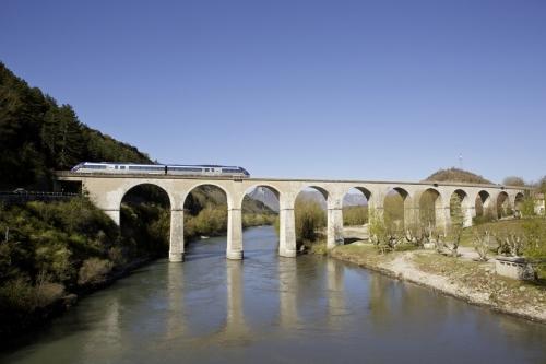 Photographie de commande réalisée au viaduc de Sisteron pour l'illustration du Rapport annuel SNCF TER PACA | Philippe DUREUIL Photographie