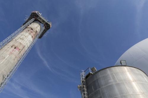 Déconstruction de la cheminée en béton à la centrale de Garigliano. | Philippe DUREUIL Photographie