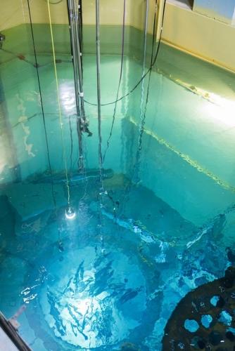 Découpe en piscine d'éléments internes de la cuve. Centrale de Chooz A en cours de démantèlement. | Philippe DUREUIL Photographie