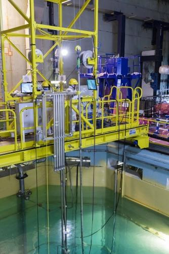 Opération de découpe sous marine d'éléments internes de la cuve à la centrale nucléaire de Chooz A. | Philippe DUREUIL Photographie