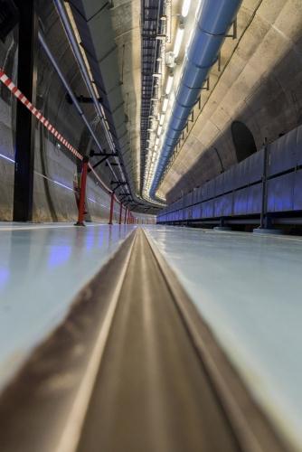 Tunnel d'accès aux 2 cavernes de la centrale nucléaire en démantèlement de Chooz A dans les aArdennes | Philippe DUREUIL Photographie