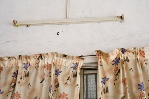 Rideaux et éclairage au tube néon | Philippe DUREUIL Photographie