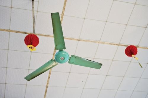 Ventilateur suspendu au plafond | Philippe DUREUIL Photographie