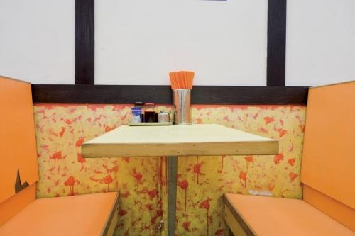 Meubles en formica dans un fast-food | Philippe DUREUIL Photographie