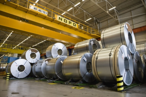 Photographie industrielle d'un stock de bobines d'acier sur un site de production automobile. | Philippe DUREUIL Photographie