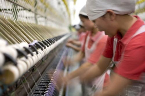 Photographie industrielle de femmes au travail dans une filature en Asie | Philippe DUREUIL Photographie