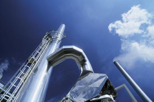 Photo industrielle graphique d'une cheminée sur fond de ciel bleu | Philippe DUREUIL Photographie