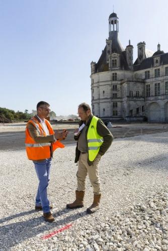 Le paysagiste Thierry Jourd'heuil en réunion sur le chantier des jardins à la Française du château de Chambord. | Philippe DUREUIL Photographie