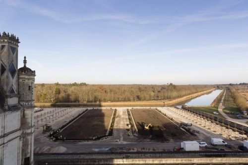 Photographie du chantier de restitution des jardins à la Française du château de Chambord réalisée depuis les terrasses. | Philippe DUREUIL Photographie