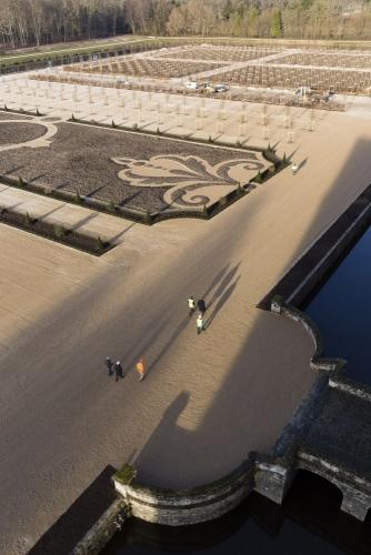 Fin des travaux sur le chantier de restitution des jardins à la Française du château de Chambord. Photographie réalisée depuis les terrasses. | Philippe DUREUIL Photographie