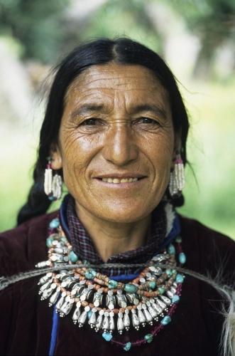 Vieille femme en habit traditionnel   Philippe DUREUIL Photographie