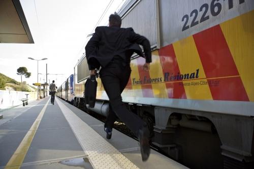 Gare de VAMP - Photo de reportage réalisé pour le rapport d'activité SNCF TER PACA | Philippe DUREUIL Photographie
