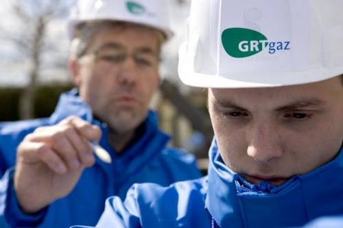 Hommes au travail sur un chantier. Photographie destinée à illustrer l'apprentissage réalisée pour GRTgaz | Philippe DUREUIL Photographie