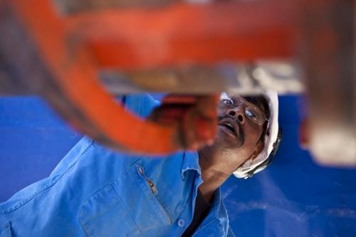 Reportage industriel. Homme au travail sur un chantier de pause d'un gazoduc. Groupe GRTgaz | Philippe DUREUIL Photographie