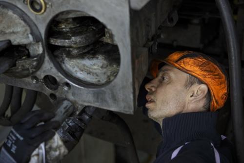 Portrait d'un homme au travail. Photographie de commande réalisée au technocentre SNCF de Marseille | Philippe DUREUIL Photographie
