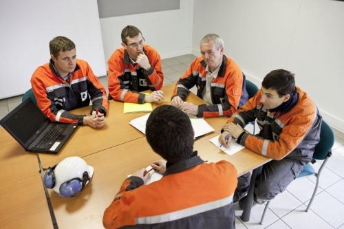 Photographie corporate d'une réunion de travail réalisée pour illustrer le rapport annuel Vallourec | Philippe DUREUIL Photographie
