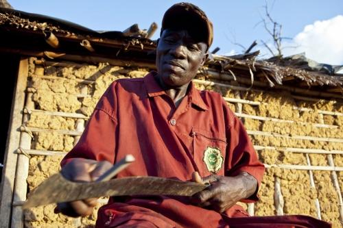 Photographie de commande réalisé pour Nescafé®. Portrait d'un planteur de café devant sa maison. | Philippe DUREUIL Photographie