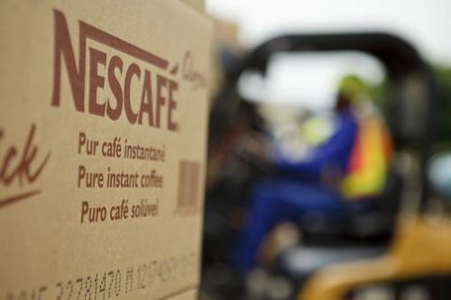 Chargement de produits Nescafé® à la fabrique. | Philippe DUREUIL Photographie