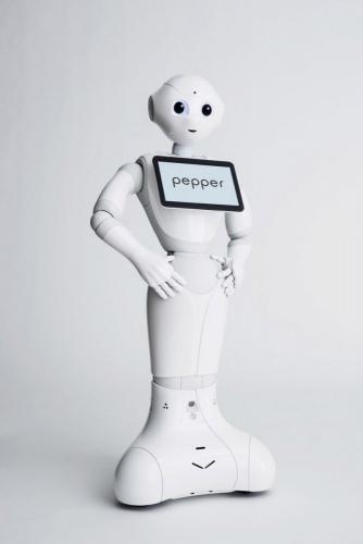 Photo de packshot du robot Pepper réalisé en studio pour Aldebaran SoftBank Robotics. Agence Toma. DA : Aurélien Esquivet. | Philippe DUREUIL Photographie