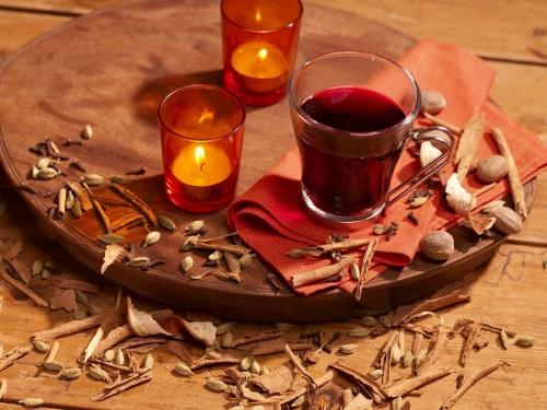 Nature morte culinaire. Photographie de nature morte de vin chaud réalisée pour l'enseigne Nature et Découvertes. Styliste culinaire : Garlone Bardel | Philippe DUREUIL Photographie