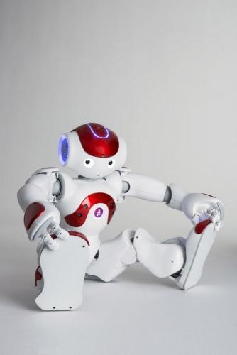 Photographie de pack-shot du robot Nao réalisé en studio pour Aldebaran SoftBank Robotics. Agence Toma. DA : Aurélien Esquivet. | Philippe DUREUIL Photographie