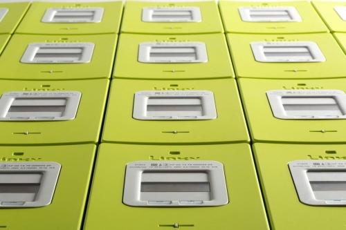 Photo de packshot produits de compteurs Linky réalisé en studio pour l'agence Toma. Annonceur Enedis. DA : Aurélien Esquivet. | Philippe DUREUIL Photographie