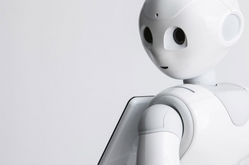 Photographie de packshot produit design. Photo du robot Pepper réalisé en studio mobile pour Aldebaran SoftBank Robotics. Agence Toma. DA : Aurélien Esquivet. | Philippe DUREUIL Photographie