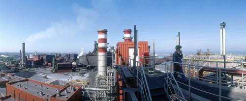 Photographie panoramique d'homme au travail sur un site industriel | Philippe DUREUIL Photographie