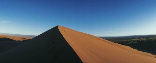 Photo de paysage panoramique 180° réalisé au Maroc. Panorama shooté avec l'appareil panoramique Noblex PRO 6/150 U, film argentique format 120. | Philippe DUREUIL Photographie