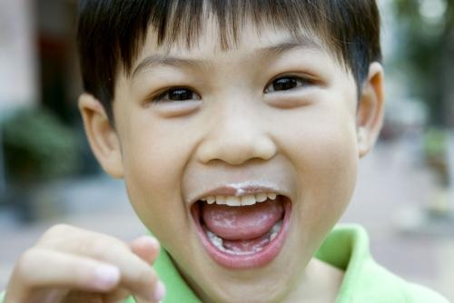 Portrait d'enfant asiatique souriant | Philippe DUREUIL Photographie