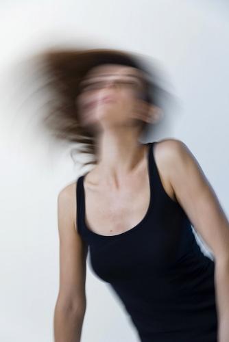 Portrait en mouvement réalisé en studio avec la comédienne Perrine Blondel | Philippe DUREUIL Photographie