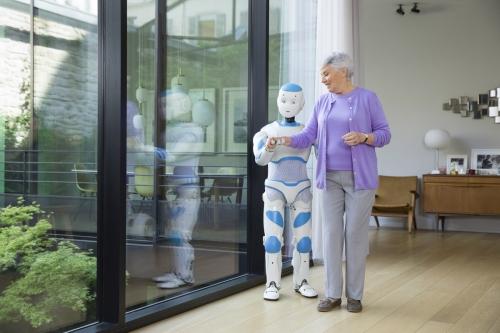 Photographie avec comédienne réalisée à Paris pour SoftBank Robotics. Production photo : Agence Toma. DA : Aurélien Esquivet. | Philippe DUREUIL Photographie