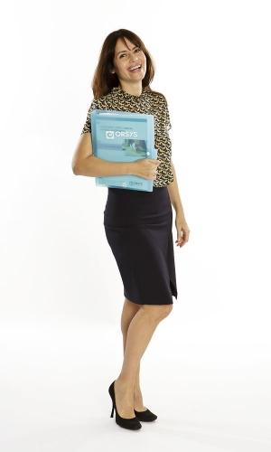 Production photographique réalisée pour la société Orsys Formation - Photo d'une comédienne (Nathalie) en studio installé sur place - DA : Claire Mabille | Philippe DUREUIL Photographie