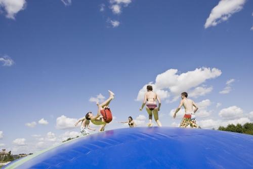 Enfants jouants sur un trampoline | Philippe DUREUIL Photographie