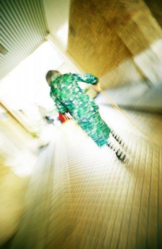 Femme âgée avec une canne | Philippe DUREUIL Photographie