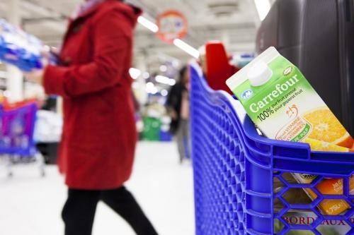 Photographie de commande réalisée pour le groupe Carrefour. Scène de la vie quotidienne au supermarché. | Philippe DUREUIL Photographie