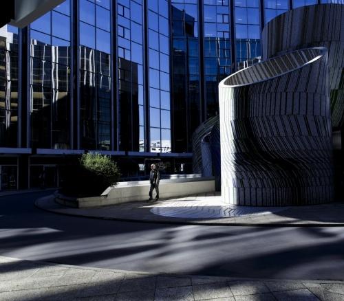 Streetphotography, une photographie instantanée de la vie quotidienne prise à Paris La Défense | Philippe DUREUIL Photographie