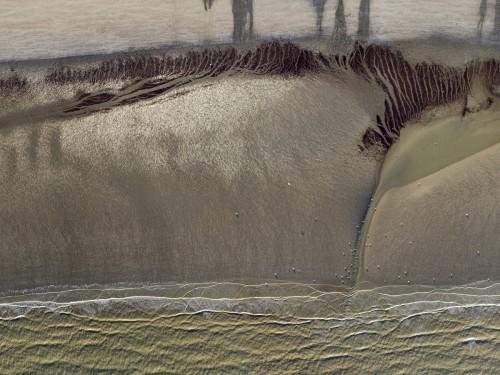 Photo aérienne graphique réalisée par drone, plage à marée basse. | Philippe DUREUIL Photographie