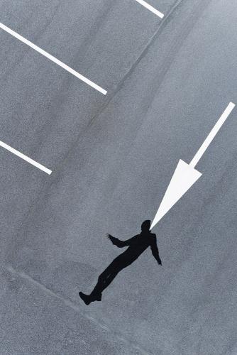 Photographie avec drone. Production d'une photo artistique avec un modèle, un drone & un décor. Nul besoin de voler très haut pour obtenir un point de vue original ! Retoucheur : Julien Lesur | Philippe DUREUIL Photographie