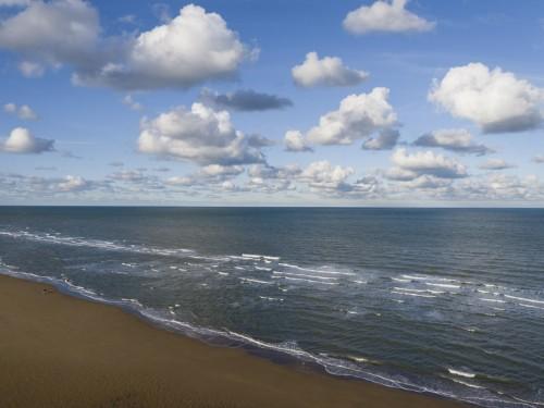 Promenade seul sur la plage à Omaha-Beach. | Philippe DUREUIL Photographie